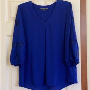 Pretty blue blouse with appliqués on sleeves